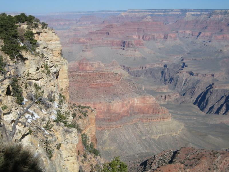 <p>Que ce soit en autobus ou par le Rim Trail, le Yavapai Point ne laisse personne indiff&eacute;rent. M&ecirc;me les poussettes et les gens en chaise roulante peuvent s&#39;y rendre. On y voit le fleuve Colorado et le Phantom Ranch, sans oublier deux sentiers: North Kaibab et Bright Angel.<br /><br />Photo: Puroticorico</p>