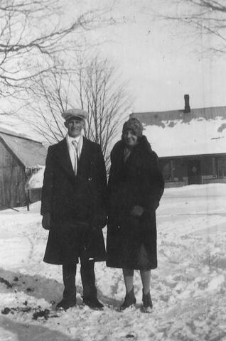 <p>C&eacute;cile et Josaphat se fr&eacute;quentent plusieurs ann&eacute;es avant de se marier le 4 juin 1930 &agrave; l&rsquo;&eacute;glise catholique de Kingscroft.</p>
