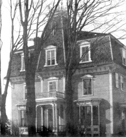 <p>Le couvent de Compton &eacute;tait une maison d&#39;enseignement tenue par les s&oelig;urs de la Pr&eacute;sentation de Marie.</p>