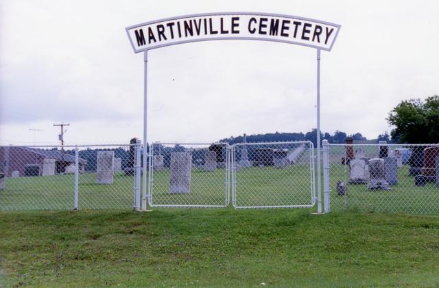 <p>Aussi, juste en face de vous se trouve le cimeti&egrave;re anglican de Martinville. Il y a moins d&#39;enterrements dans ce cimeti&egrave;re depuis plusieurs ann&eacute;es &agrave; cause de la diminution de la population anglophone.</p>