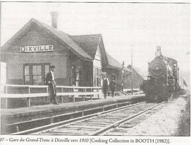 <p>En 1852, la compagnie ferroviaire en charge de la construction du chemin de fer Grand Tronc, la St-Lawrence &amp; Atlantic Railway, &eacute;tablit un poste de commande dans le secteur de Drew&rsquo;s Mills pour la construction d&rsquo;une ligne menant &agrave; Portland.</p>