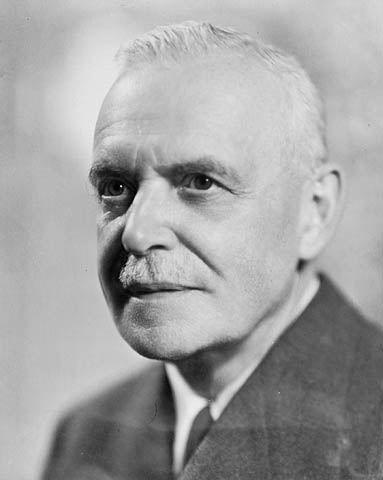 <p>Cet homme c&eacute;l&egrave;bre, n&eacute; et enterr&eacute; &agrave; Compton, fut premier ministre du Canada de 1948 &agrave; 1957.</p>
