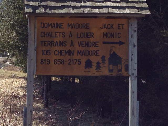 <p>Ce panneau informe sur les possibilit&eacute;s d&#39;h&eacute;bergements autour du lac.</p>