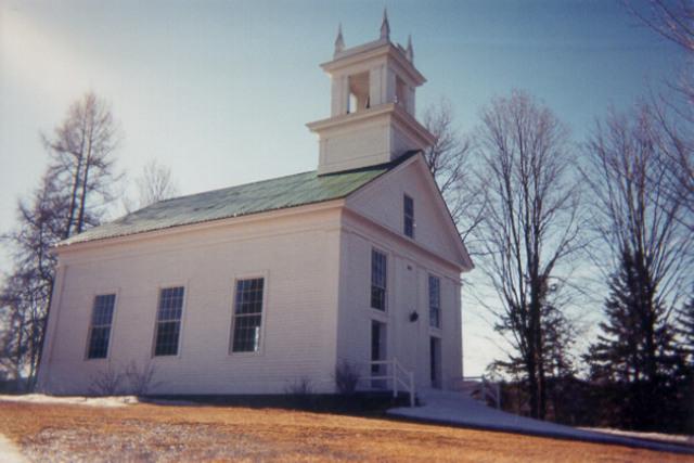 <p>Cette &eacute;glise a &eacute;t&eacute; construite &agrave; l&#39;image des maisons de rencontre de la Nouvelle-Angleterre. Chaque banc de l&#39;&eacute;glise est orn&eacute; d&#39;une porte et elle poss&egrave;de un orgue datant de 1887, fabriqu&eacute; &agrave; Guelph (Ontario).</p>
