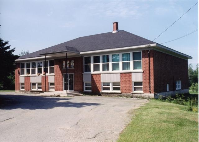 <p>Il existe encore une &eacute;cole primaire &agrave; Martinville. L&#39;&eacute;cole Ligug&eacute; accueille les enfants de 1e, 2e et 3e ann&eacute;e en provenance de Martinville et de Sainte-Edwidge-de-Clifton.</p>