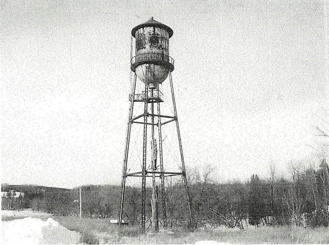 <p>Ce ch&acirc;teau d&#39;eau est devenu l&#39;embl&egrave;me de la ville industrielle qu&#39;est Waterville. C&#39;&eacute;tait autrefois un important r&eacute;servoir d&#39;eau pour plusieurs usines de la ville.&nbsp;</p>