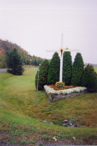 <p>Vous voici maintenant &agrave; East Hereford. Cette croix est une des trois croix de chemin du Village. Elles sont toutes tr&egrave;s bien entretenues.</p>