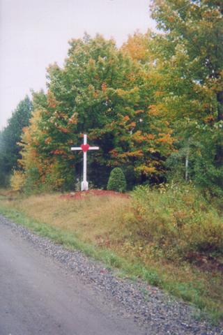 <p>Vous pouvez maintenant admirer cette autre croix de chemin de Saint-Herm&eacute;n&eacute;gilde.</p>