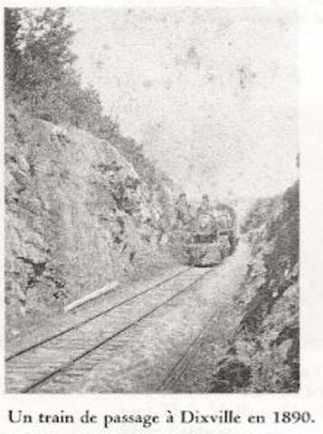 <p>L&rsquo;arriv&eacute;e du chemin de fer constitue un important facteur de d&eacute;veloppement pour Dixville. Il permet la vente des produits locaux et un approvisionnement&nbsp; en grains. Le train permet &eacute;galement l&rsquo;&eacute;tablissement du premier magasin g&eacute;n&eacute;ral par Richard Baldwin Jr, petit-cousin de Bruce.</p>