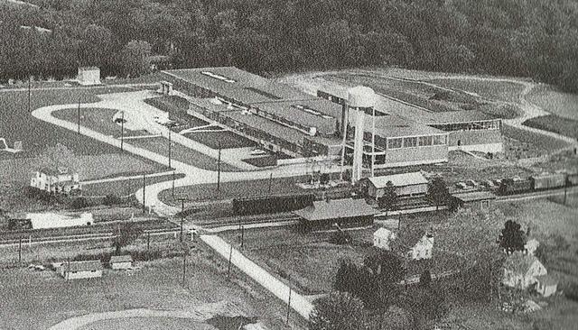 <p>Cette usine, la plus importante de Waterville, a &eacute;t&eacute; construite en 1952 par la Sponge Rubber Products Company et fabrique des bandes d&rsquo;&eacute;tanch&eacute;it&eacute; pour automobiles. Toyota Gonsai (TG) a fait l&rsquo;acquisition de l&rsquo;usine en 1986-87.</p>