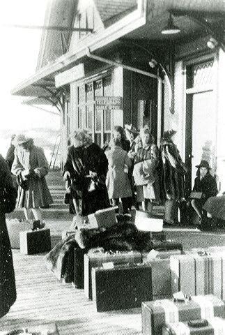 <p>Une pi&egrave;ce de la gare &eacute;tait r&eacute;serv&eacute;e aux filles qui &eacute;tudiaient au coll&egrave;ge priv&eacute; King&#39;s Hall de Compton.</p>