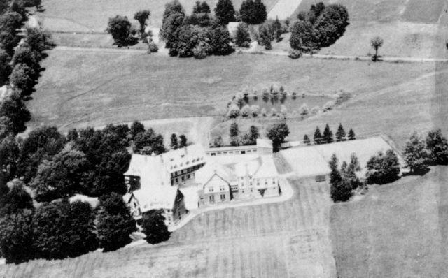 <p>C&#39;est en 1902 qu&#39;il change de nom pour King&#39;s Hall avant de devenir un h&ocirc;tel en 1981.</p>