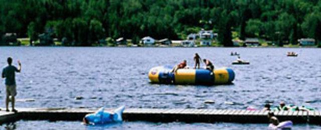 <p>Le Frontier Lodge est un camp de vacances anglophone pour les enfants. Ce camp est aussi chr&eacute;tien.</p>