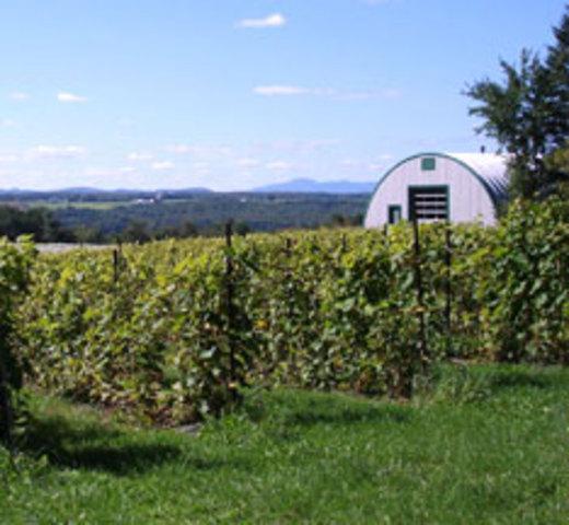 <p>La salle de r&eacute;ception offre une vue imprenable sur la campagne et les jardins sont aussi tr&egrave;s beaux.</p>