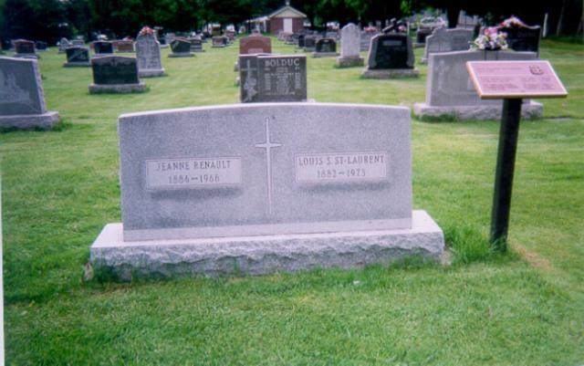 <p>Louis Stephen St-Laurent repose dans ce cimeti&egrave;re.</p>