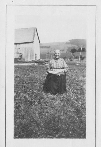 <p>Hermine Malouin n&rsquo;avait pas froid aux yeux. &laquo;Bien b&acirc;tie&raquo; comme on disait dans le temps, cette solide pionni&egrave;re arrive &agrave; Saint-Venant-de-Paquette au tout d&eacute;but de son mariage en 1861.</p>