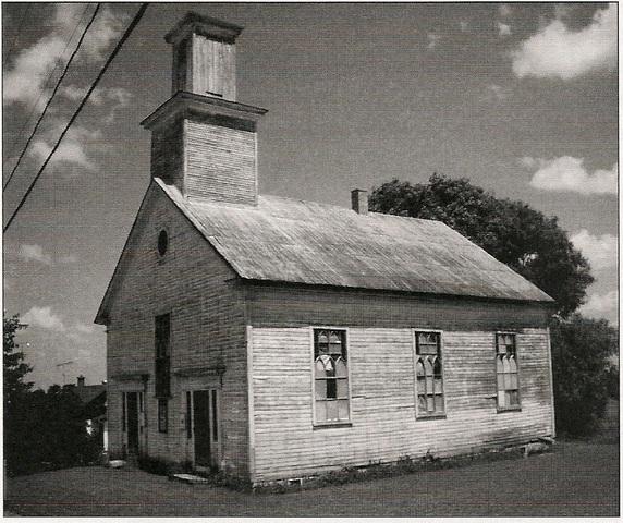 <p>Le terrain de l&rsquo;&Eacute;glise baptiste, &eacute;rig&eacute;e en 1837, est donn&eacute; par Manda Cushing en 1835. Il s&rsquo;agit du plus vieil &eacute;difice religieux de la M.R.C. de Coaticook et de la plus ancienne &eacute;glise baptiste des Cantons-de-l&rsquo;Est.</p>
