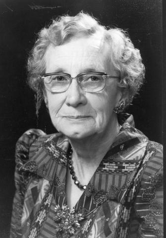 <p>Naissance : 5 janvier 1901<br />(&agrave; St-Bernard-de-Dorchester)<br />D&eacute;c&egrave;s : 1997<br />Madame Genest participe &agrave; la fondation de la caisse populaire de Compton avec son mari et en assume la gestion durant 27 ans en plus d&rsquo;&ecirc;tre organiste pendant 30 ans &agrave; l&rsquo;&eacute;glise St-Thomas d&rsquo;Aquin.</p>
