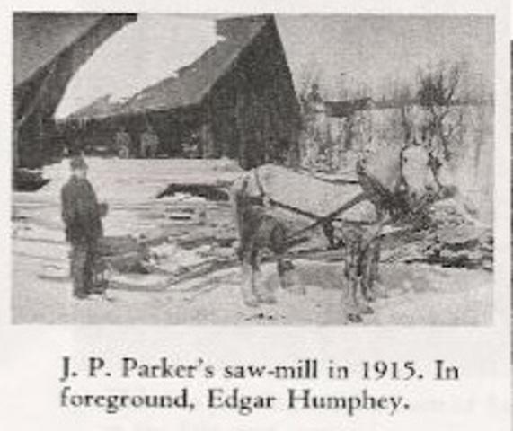 <p>En 1906, Joshua B. Parker ach&egrave;te les autres parts et devient le seul propri&eacute;taire du barrage et de la scierie. La totalit&eacute; des actions valent autour de 12 000$. La scierie porte le nom de Parker&rsquo;s Mill pendant plusieurs ann&eacute;es.</p>