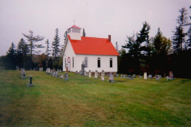 <p>Le All Saints Anglican Cemetery, qui est am&eacute;nag&eacute; autour de l&#39;&eacute;glise, constitue le seul exemple de cimeti&egrave;re int&eacute;gr&eacute; visible sur le territoire de la MRC de Coaticook. Construite en 1868, cette &eacute;glise est encore fr&eacute;quent&eacute;e aujourd&#39;hui.</p>