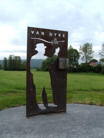 <p>Monsieur Van Dyke fait aussi partie de La Voie des Pionniers.<br />&nbsp;</p>