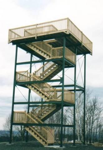 <p>La tour d&#39;observation La Montagnaise a &eacute;t&eacute; &eacute;rig&eacute;e en 1995. &Agrave; son sommet, nous pouvons voir plusieurs lieux &eacute;loign&eacute;s tels East Angus, Sherbrooke, Owl&#39;s-Head, Mont Orford, Sainte-Edwidge, etc.</p>