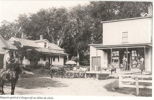 <p>Le&nbsp; village portait d&rsquo;abord le nom de King&rsquo;s Corner, en l&rsquo;honneur d&rsquo;Ira King qui y tint une auberge qui h&eacute;bergeait les voyageurs.<br />Plus tard, un autre h&ocirc;tel et un magasin g&eacute;n&eacute;ral sont construits.</p>