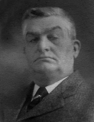 <p>Originaire du New Hampshire, Thomas Van Dyke &eacute;tait un entrepreneur forestier. L&#39;homme d&#39;affaires s&rsquo;est &eacute;tabli &agrave; East Hereford et a particip&eacute; activement au d&eacute;veloppement du village.</p>