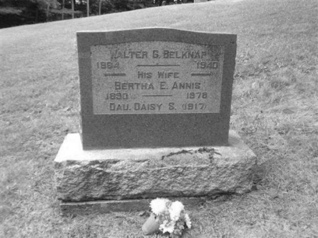 <p>On retrouve, dans le cimeti&egrave;re Lakeview de Baldwin Mills, plusieurs membres de la famille Belknap, dont Walter G. Belknap, d&eacute;c&eacute;d&eacute; en 1940, ainsi que sa conjointe Bertha Annis, d&eacute;c&eacute;d&eacute;e pr&egrave;s de trente ans plus tard en 1978.</p>