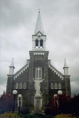 <p>L&#39;&eacute;glise catholique fut construite en 1898.</p>