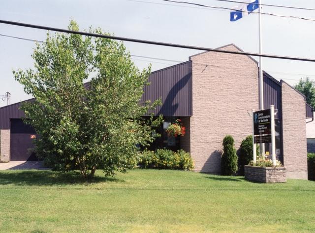 <p>Le Centre Communautaire de Martinville est devenu l&#39;h&ocirc;tel de ville.</p>