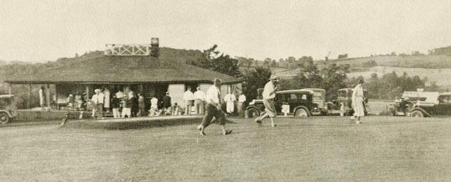 <p>Le deuxi&egrave;me, le Holmhurst Golf Club, a &eacute;t&eacute; fond&eacute; en 1905. Le terrain de golf que vous voyez a f&ecirc;t&eacute; ses 100 ans en 2003.</p>