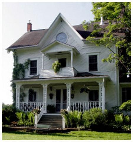 <p>Construite en 1825, cette magnifique maison est l&#39;une des plus vieilles de la r&eacute;gion.<br />Et le nom Bocage, refl&egrave;te bien le paysage et l&rsquo;ambiance des environs.</p>
