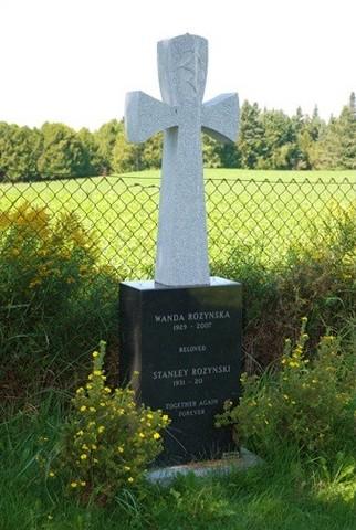 <p>De nombreux pionniers du village sont enterr&eacute;s dans ce cimeti&egrave;re, dont&nbsp;Daniel Way, le pionnier de Way&#39;s Mills.</p>