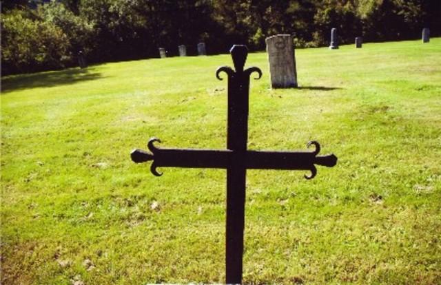 <p>Vous pouvez &eacute;galement voir le cimeti&egrave;re du village. Il poss&egrave;de cinq mod&egrave;les de croix qui sont uniques au Qu&eacute;bec.</p>