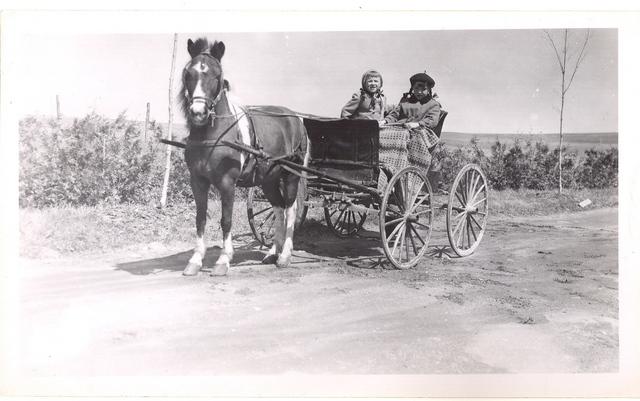 <p>Colette et Louise, enfants de Jacques Lavoie, vers 1957.</p>
