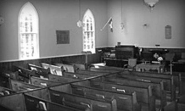 <p>En 1880, diff&eacute;rentes confessions protestantes fleurissent dans le canton de Barnston. Quatre congr&eacute;gations, baptistes, adventistes &eacute;vang&eacute;liques, &quot;crisis &quot;&nbsp; adventistes et m&eacute;thodistes d&eacute;cident de se doter d&rsquo;une &eacute;glise dont l&#39;utilisation sera partag&eacute;e par les 2 groupes.&nbsp; D&egrave;s le 31 janvier 1881, on fait appel &agrave; Gilbert Moulton pour dessiner les plans du temple. Le 28 f&eacute;vrier suivant, le contrat de construction sera conclu avec les entrepreneurs Charles Davis, Ozro et Riley Cass et le 29 d&eacute;cembre 1881, l&rsquo;&eacute;glise Union de Way&rsquo;s Mills est officiellement d&eacute;dicac&eacute;e. En 1922, les congr&eacute;gations joignent l&#39;&Eacute;glise Unie du Canada. Le b&acirc;timent est partiellement restaur&eacute; en 1998.</p>