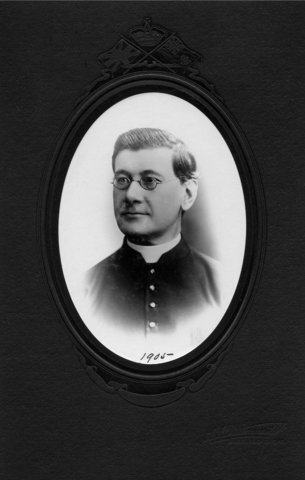 <p>Wilfrid Morache was a strict vicar, known for religiously ensuring that the good customs were respected among the parishioners.</p>