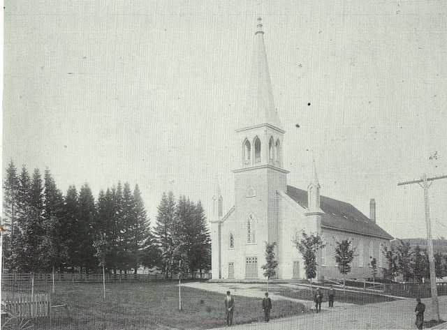 <p>The construction of the Church of Paquetteville started on November 26th, 1875. Madam Malouin saw this town emerge and grow: the construction of stores and the town church, the arrival of the nuns and the teachers, etc.</p>