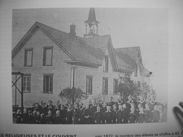 <p>In August 1887, three sisters from l&#39;Assomption came to Paquetteville. They settled in the convent that Abbot Champeaux made available for them and they received $260 per year. They spent nearly 77 years in Saint-Venant.</p>