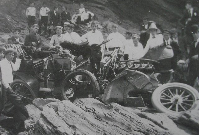 <p>On August 8, 1901, Thomas Van Dyke&#39;s brother, George, died in a terrible accident. While he was observing in his car the proceedings of the driving from the top of a cliff, the &quot;Connecticut River Baron&quot; and his driver fell 20 meters to the ground.</p>