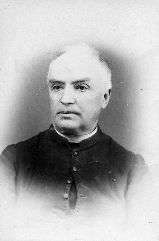 <p>L&rsquo;abb&eacute; Chartier est l&rsquo;un des grands b&acirc;tisseurs de la ville de Coaticook et m&ecirc;me du comt&eacute; de Compton. Il est nomm&eacute; agent de colonisation en 1870. Il publie une brochure en 1871 en collaboration avec l&rsquo;avocat&nbsp; J. A. Chicoine de Sherbrooke o&ugrave; il exhorte les Canadiens fran&ccedil;ais &agrave; aller s&rsquo;&eacute;tablir dans les comt&eacute;s de Stanstead et de Compton.</p>