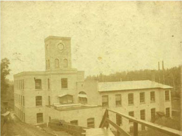 <p>La Belding Corticelli fut en fonction entre 1873 et 2004. L&rsquo;usine fait partie des nombreuses usines de textiles qui feront la renomm&eacute;e de Coaticook.</p>