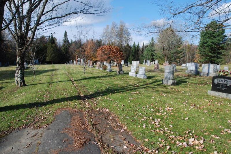 <p>Le cimeti&egrave;re catholique se situe &agrave; votre droite. &Agrave; gauche, c&#39;est le cimeti&egrave;re protestant Greenwood. La plupart des pionniers de la ville y sont enterr&eacute;s.</p>