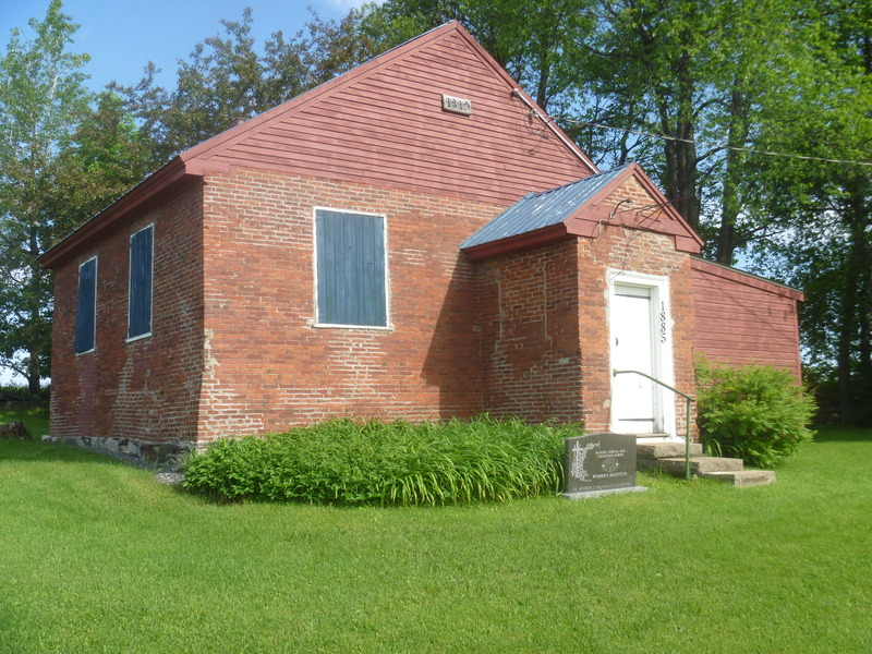 <p>Construit en 1819, sur un terrain donn&eacute; par la famille Mansur, ce b&acirc;timent a &eacute;t&eacute; utilis&eacute; comme &eacute;cole jusqu&#39;en 1929.</p>