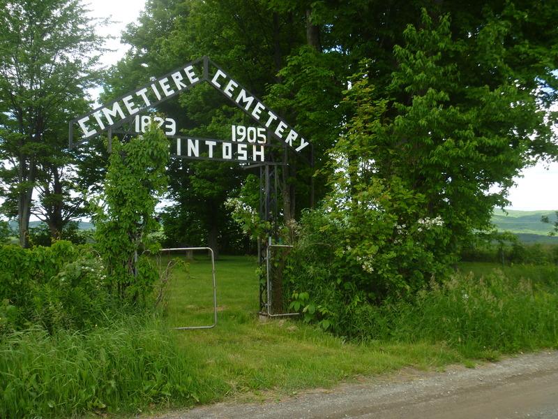 <p>Ce lieu est reconnu comme un site patrimonial o&ugrave; reposent des descendants des am&eacute;ricains, ces fondateurs de plusieurs villes et villages des Cantons-de-l&#39;Est.</p>