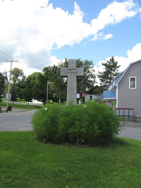 <p>Cette croix, contrairement aux autres, n&#39;est faite ni de bois ni de fer.</p>