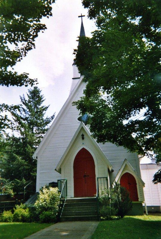 <p>&Agrave; gauche observez la chapelle anglicane St. Paul qui n&#39;a pas toujours &eacute;t&eacute; &agrave; cet endroit, puisqu&#39;elle a &eacute;t&eacute; d&eacute;m&eacute;nag&eacute;e de Stanhope.</p>
