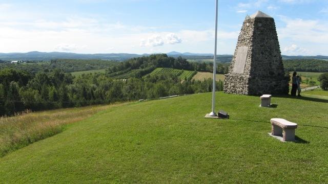 <p>Ces monuments sont d&eacute;di&eacute;s aux premiers arrivants et aux disparus de la premi&egrave;re et de la deuxi&egrave;me guerres mondiales.</p>