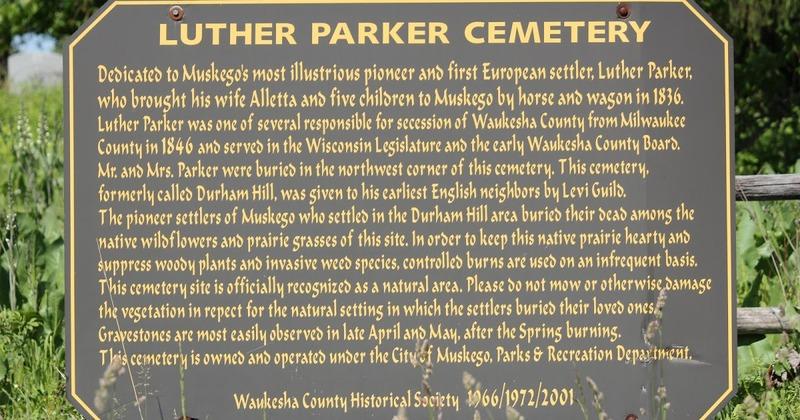 Luther Parker, un pionnier américain très impliqué auprès de sa communauté, est décédé le 16 juin 1853 à l'âge de 53 ans. Sa pierre tombale se situe dans un cimetière qui porte son nom, à Milwaukee, aux États-Unis.
